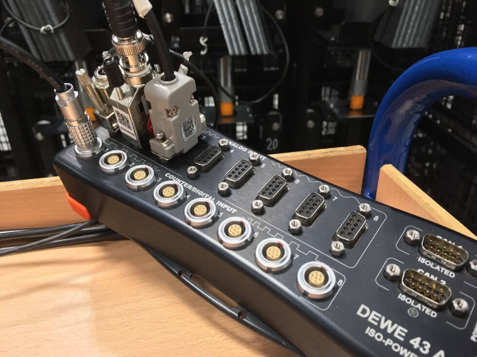 DAQ system DEWE-43A being plugged in