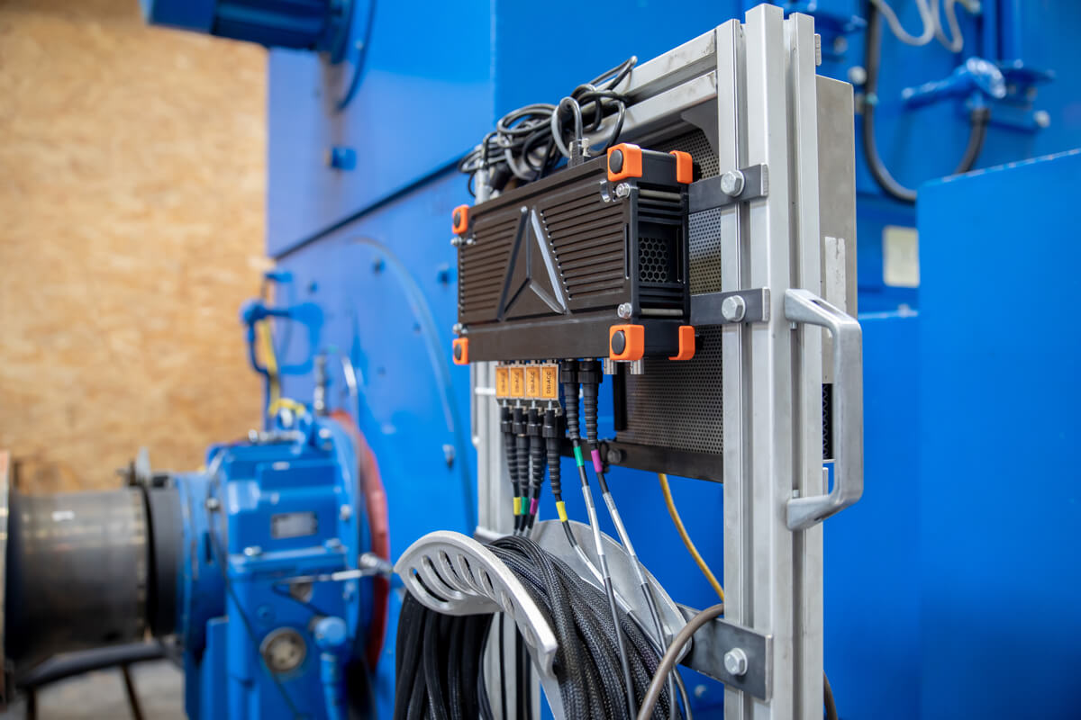 Measuring housing and bearing vibrations in the in-house test field