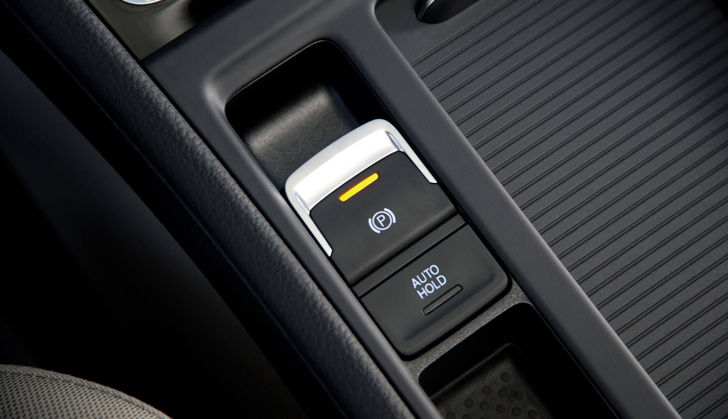 Electric park brake in the center console in a Volkswagen Touran