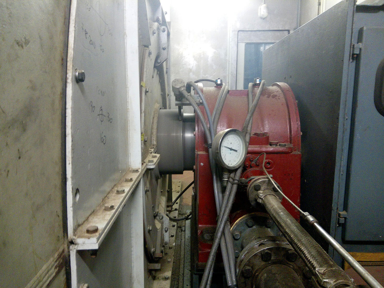 Shaft between main turbine and generator